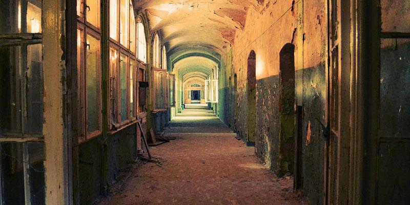 corridor-598319_1280